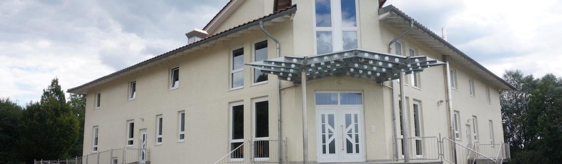 Haupteingang im Gemeindehaus
